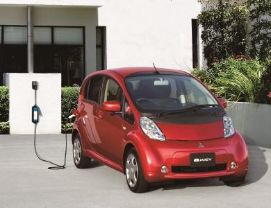 Mitsubishi Motors oslavuje desať rokov i-MiEV, ktorý je priekopníkom medzi sériovo vyrábanými elektromobilmi